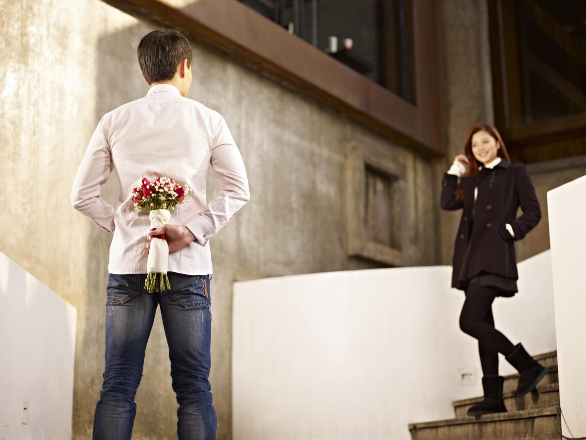男性心理|男性が好きな人にとる態度。脈あり行動・仕草の見極め方を公開