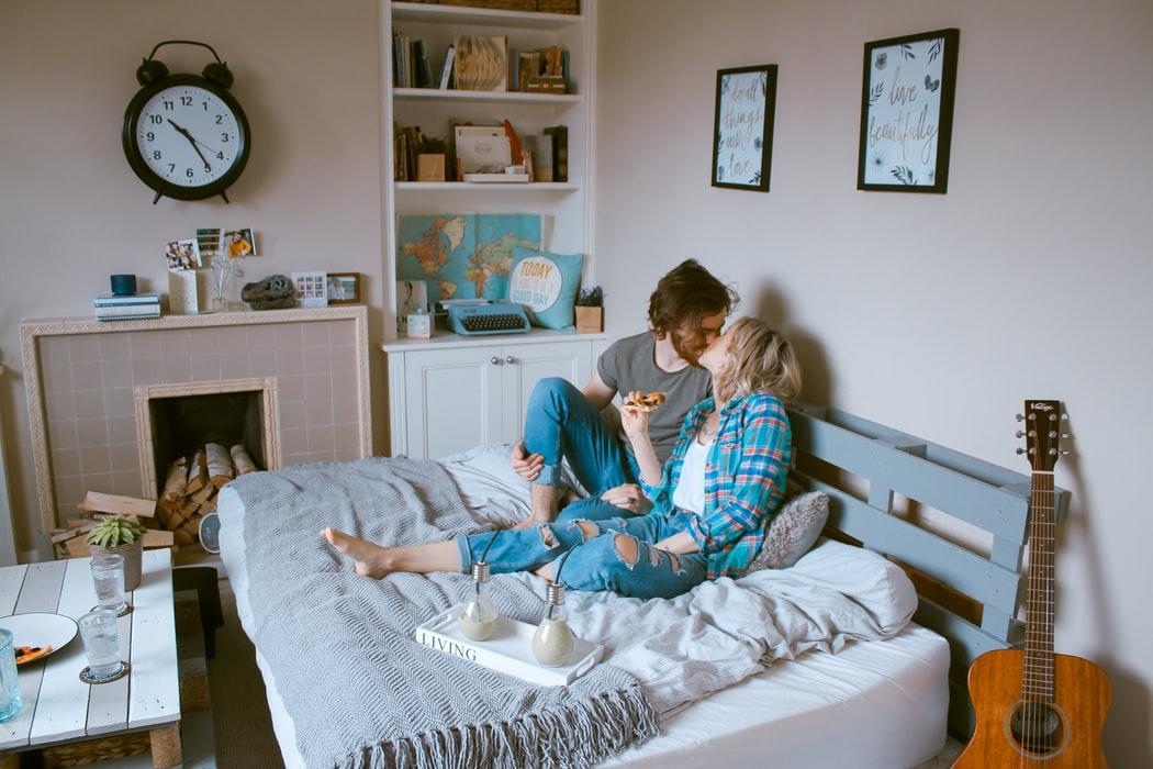 【おうちデートで男性が喜ぶこと3選!】初めての場合は?おすすめの行動は?