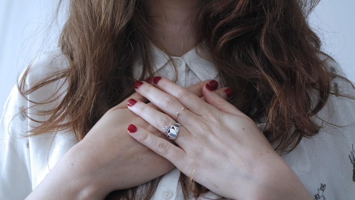 【私って惚れっぽい……?】惚れやすい人に共通する特徴&直し方