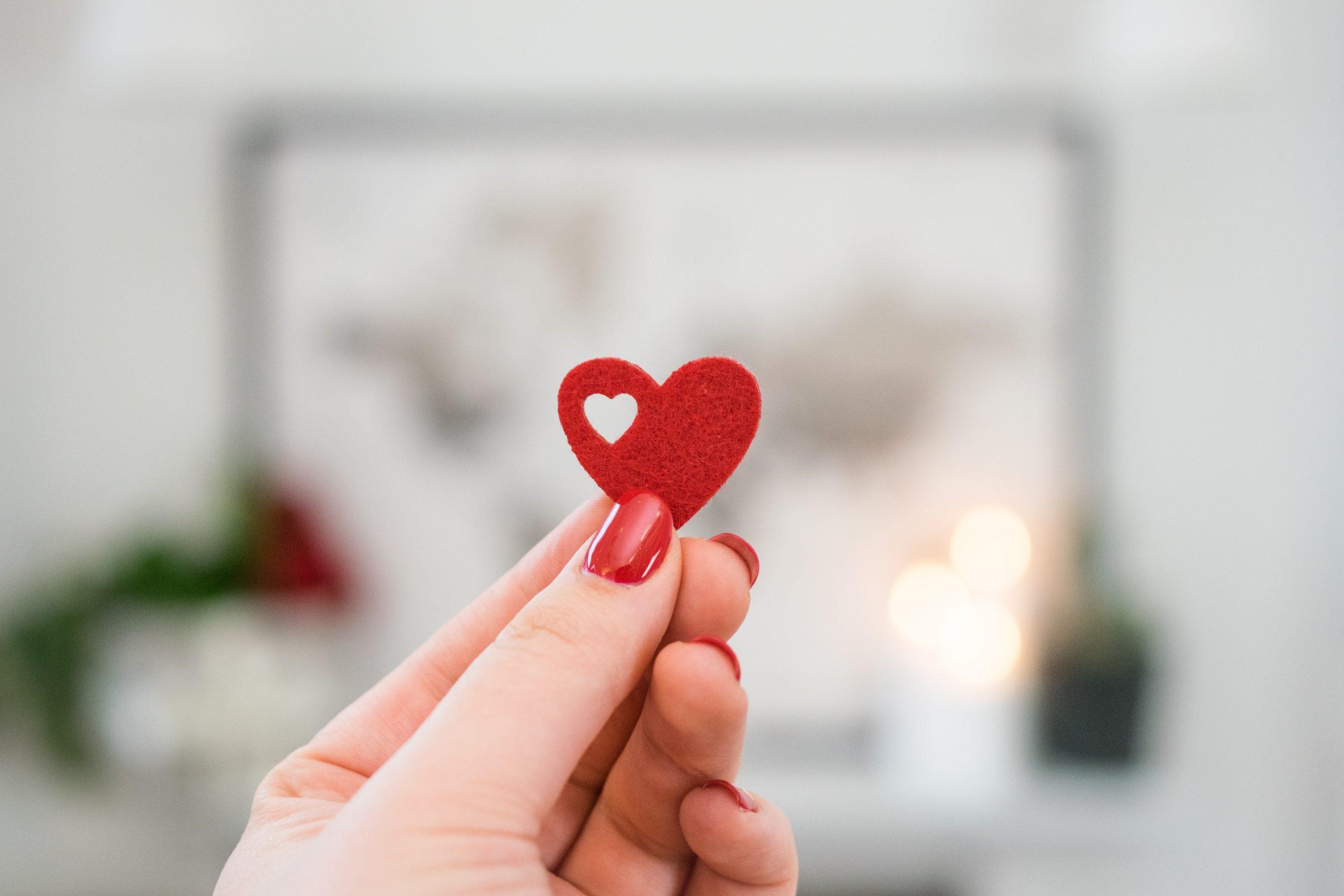 《水晶玉子の恋占い》|『この恋を続けたら、婚期を逃すだけ?報われる?』あなたの未来を占います!