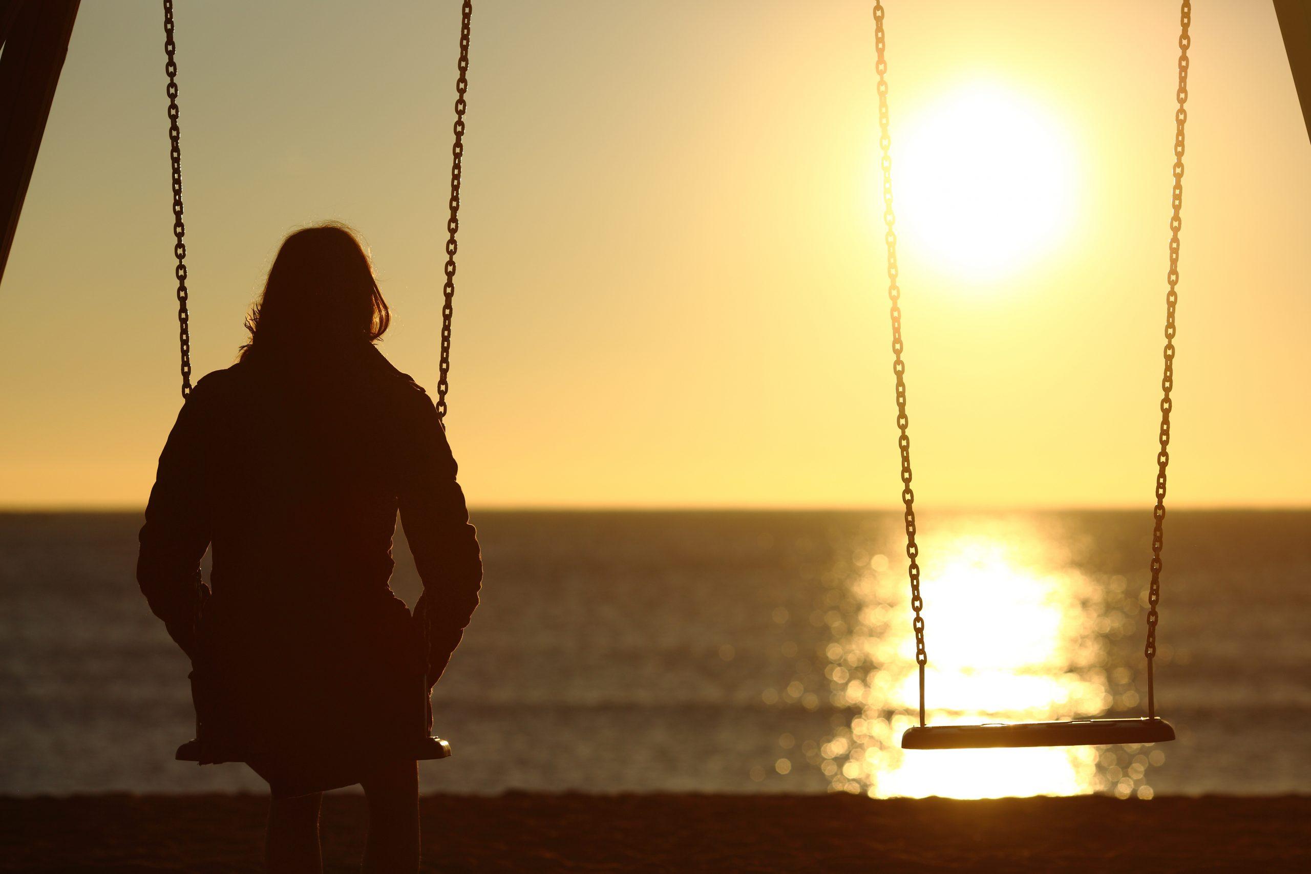 水晶玉子の恋愛占い|脈薄の訳アリ恋【既婚/恋人有/歳の差】2人は交際できる?