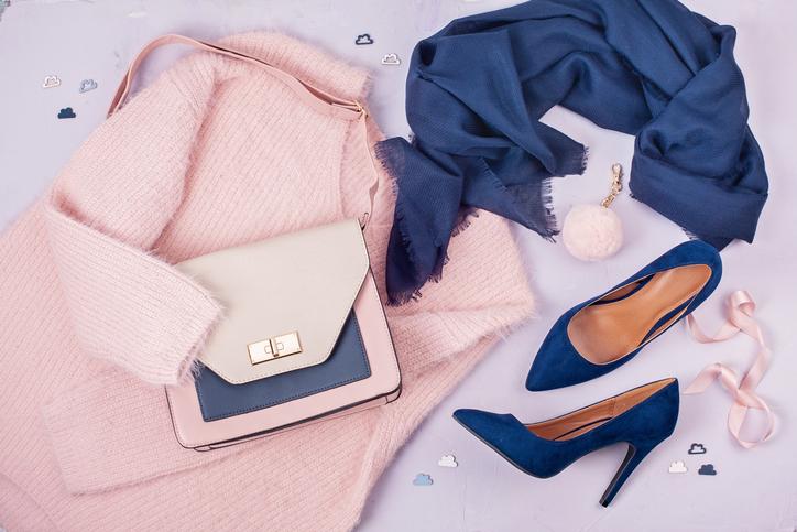 【ファッション風水】運気を上げる服&下げる服を「色」別に紹介!