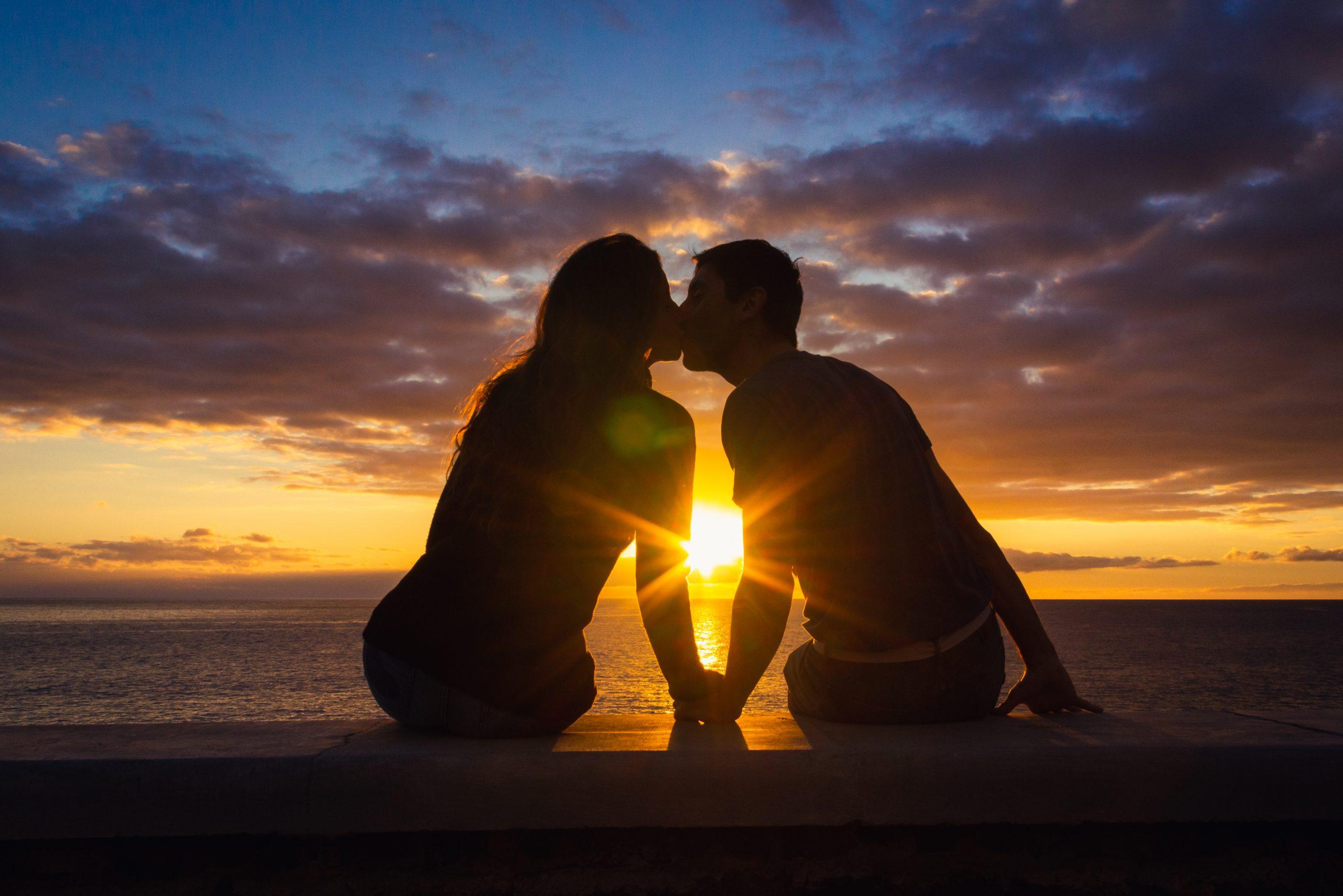 恋愛占い|『誰と付き合いたい?』『理想の恋愛は?』好きなあの人の恋愛事情