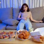 心理テスト|うっかり食べ過ぎてしまった…。あなたはどんな日に食べ過ぎてしまう?