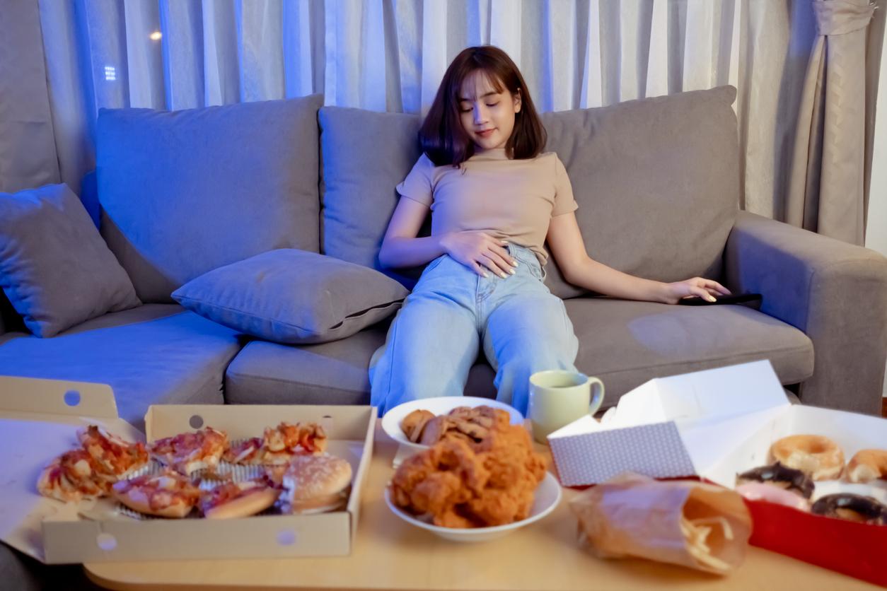 心理テスト うっかり食べ過ぎてしまった…。あなたはどんな日に食べ過ぎてしまう?